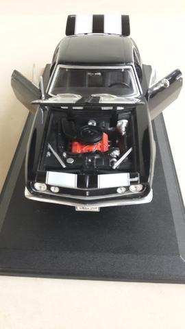Maisto - Chevrolet Camaro 1967 - Escala 1:18 - Metal Collection Colecionadores - Foto 4