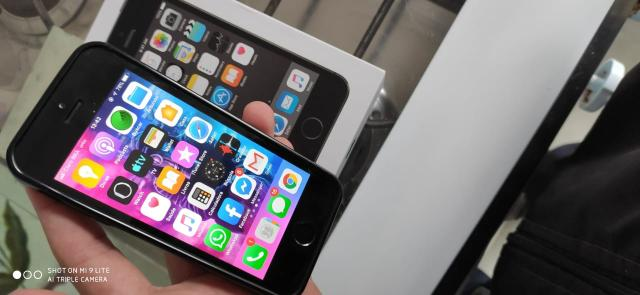Iphone 5s 32gb com 3 case, carregador caixa completo