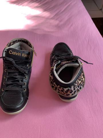 Tênis Calvin Klein tamanho 35 - Foto 2