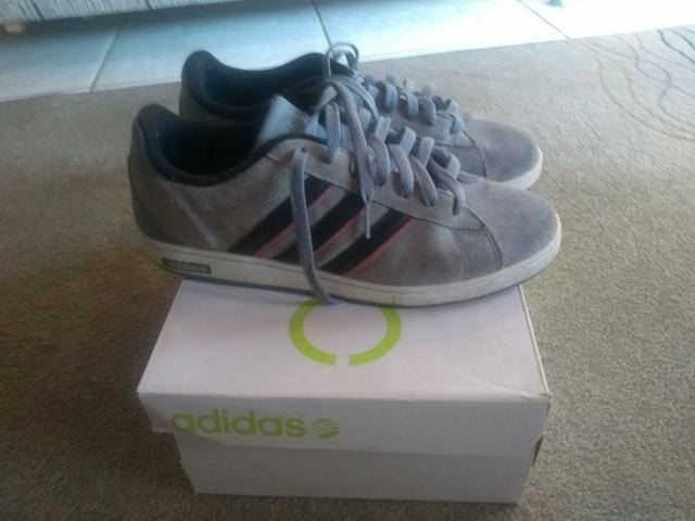 Tênis Adidas, ótimo estado de conservação!!!