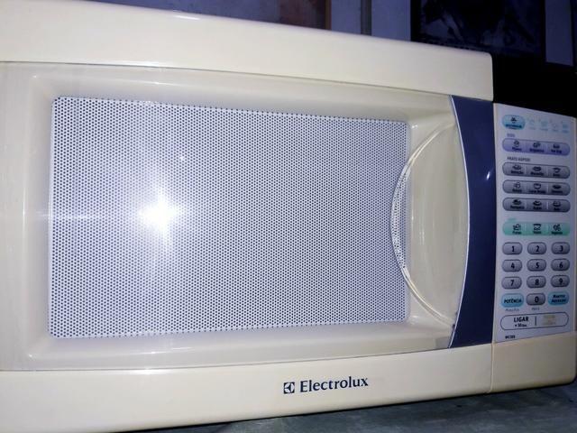Microondas Electrolux 31 Litros/110 volts, ótimo estado de tudo!!! Perfeito !!! - Foto 6