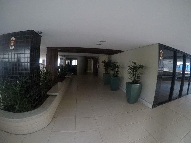 Apartamento 3 Quartos +DCE, Varanda, Completo de Armários - Ponta Verde - Foto 8