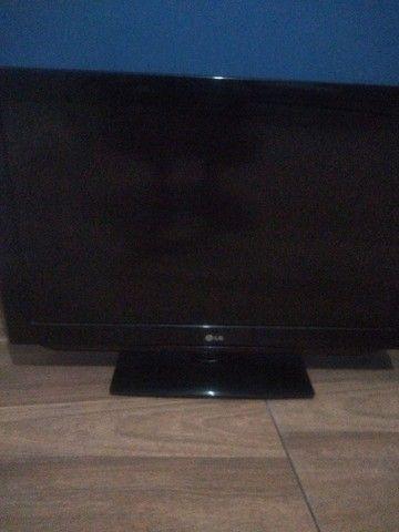 1 tv LCD 32 Philips e 1 LG LCD 170$