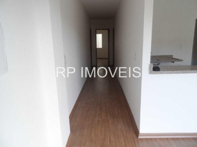 Ótimo Apartamento com 2/4 sendo 1 suíte - Área externa - 2 vagas de garagem - Foto 3