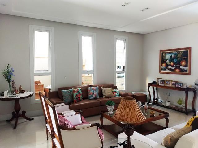 Casa em condomínio fechado, com: 3 quartos, sendo uma suíte