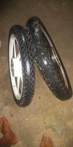 Vendo jogo de rodas com dois pneus - Foto 2