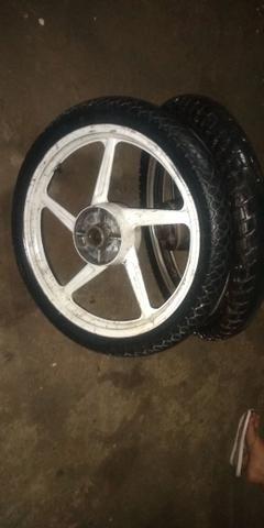 Vendo jogo de rodas com dois pneus - Foto 4
