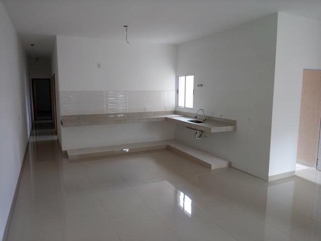 Casa nova 3 quartos sendo 1 suíte, porcelanato, prox a avenida t-63, financia - Foto 4
