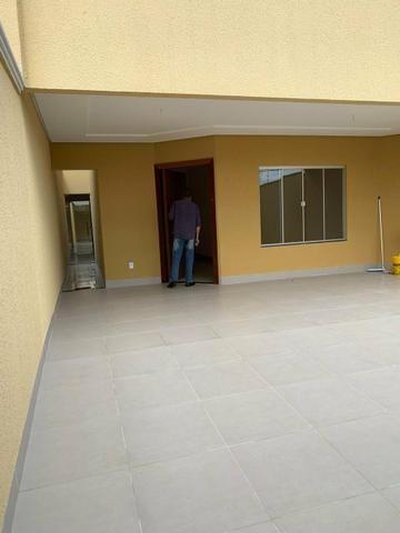 Casa nova 3 suítes plenas, sala com pé direito duplo, porcelanato, financia