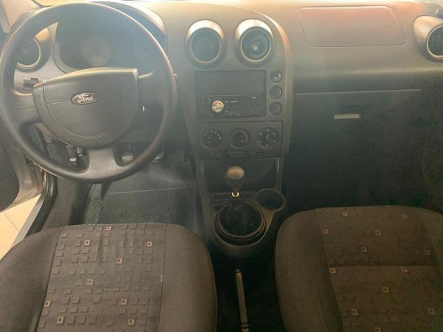 Ford Fiesta Sedan Personnalité 1.0 8V - Foto 5