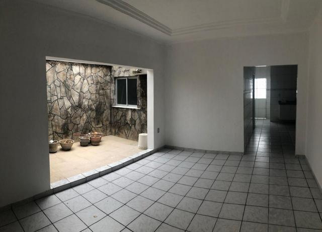 Casa ampla em terreno 10x20 na Areia Branca - Foto 2
