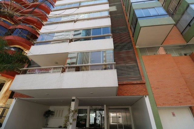 Apartamento 2 dormitórios próximo as 4 praças e ao mar - Foto 2