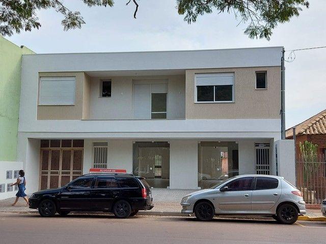 Excelente Sala/Conjunto de frente para Praça Pinheiro Machado e Catedral em Santo Ângelo - Foto 9