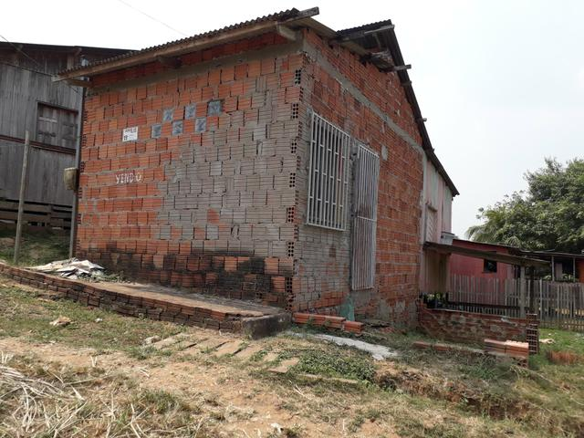 Vendo essa casa alvenaria na betel rua Mâncio Lima ñ 08