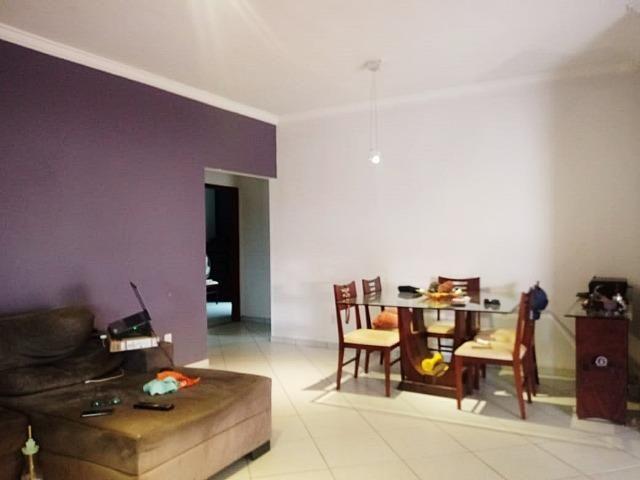 Casa em lote residencial e comercial, 03 quartos, 400m²