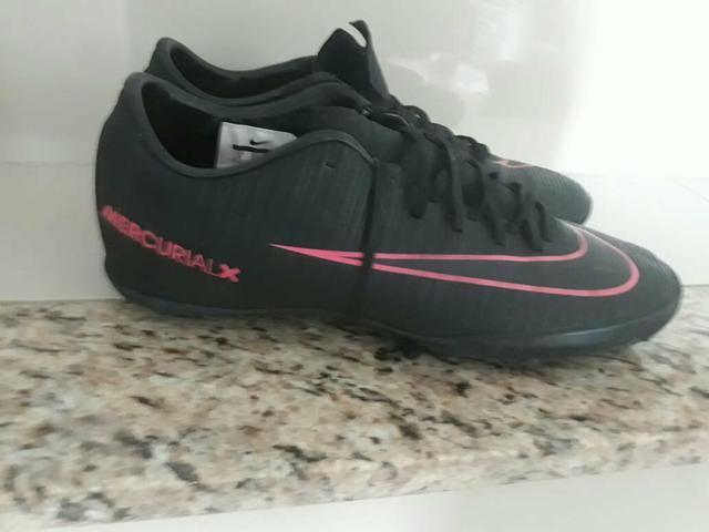 1c8849a896c96 Chuteira Society Nike Mercurial X Victory Preta/Rosa - Esportes e ...