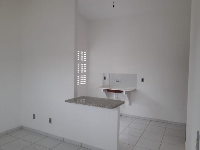 Vende-se ou troca-se por carro, uma casa nova recém construída em condomínio fechado - Foto 2