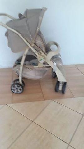 Carrinho de bebê Burigoto AT2 2034 Murano cinza com rodas giratórias