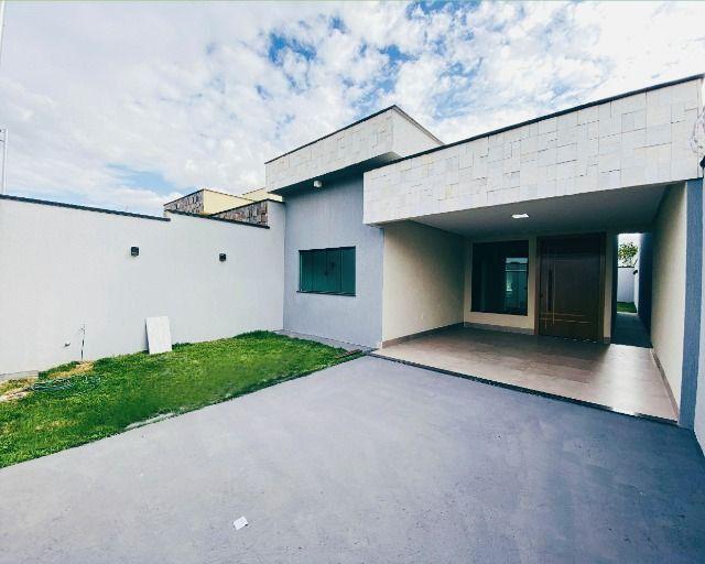 Casa Nova, Linda, Acabamento Impecável - 03Qtos, Quintal + Ampla Área Gourmet!!
