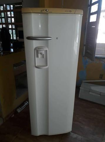 Alugo kitnet mobiliada com água luz internet incluso - Foto 6