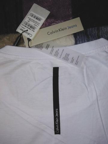 Camiseta feminina Calvin Klein - Foto 3
