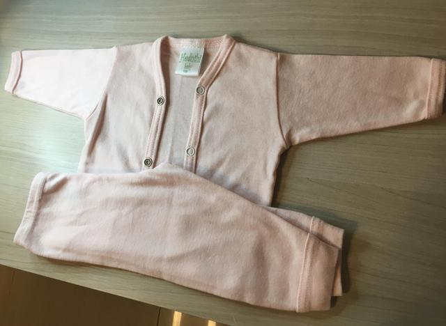 Lote banheira e roupa para bebê - Foto 3