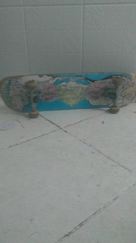 Skate board em ótimo Estado,entrego
