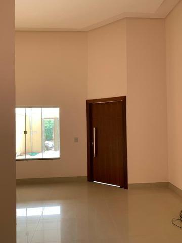 Casa nova 3 suítes plenas, sala com pé direito duplo, porcelanato, financia - Foto 3