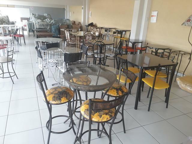 Mesa com banquetas * 5 x sem JUROS - Foto 2