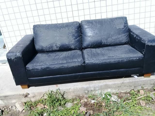 Sofa dois lugares precisando de cobrir