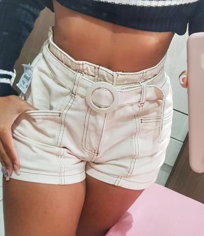 Shorts cos alto com Cinto