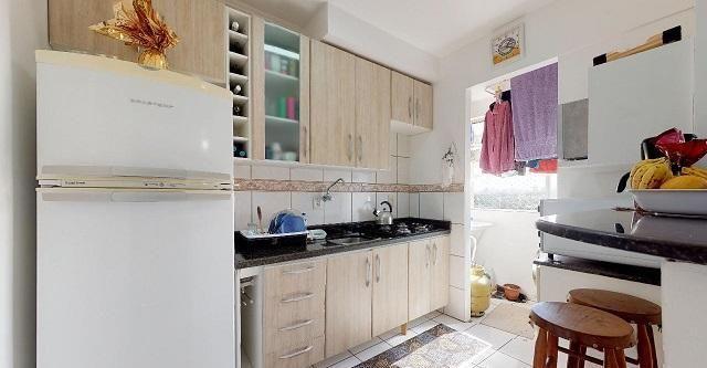 Vende Apto 2 Dormitórios com Garagem Coberta - Foto 8