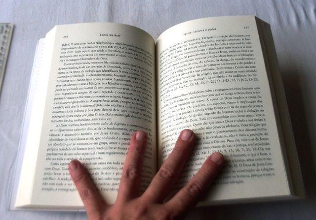 Livro Religioso - Igreja: Carisma e Poder - Leonardo Boff - 2005 - Foto 5