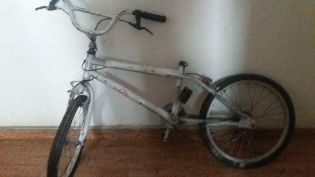Bicicleta bandeirante antiga projema aro 20 sem Banco