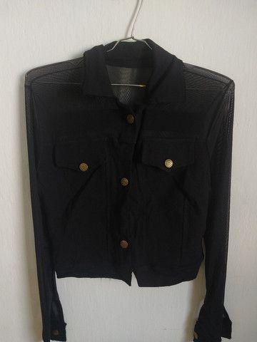 Jaqueta preta com tule