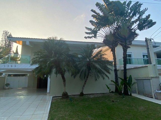 Casa de condomínio para aluguel e venda tem Aproximadamente 900 metros quadrados com 5 qua