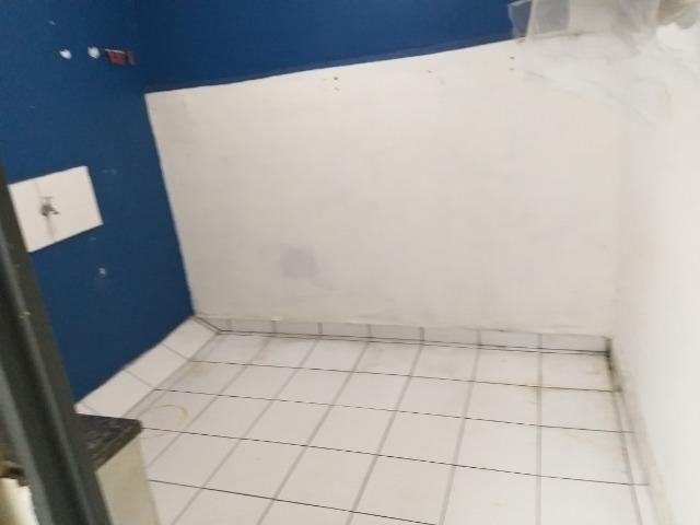 Alugo quarto com uma área no centro de Brás Cubas - Foto 5