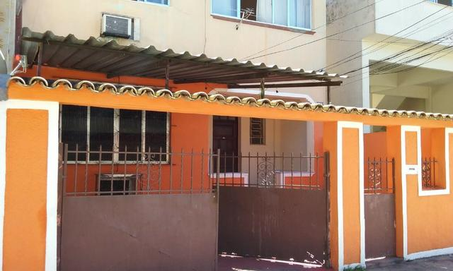 Apartamento tipo casa Olaria sala, 2 quartos,área e garagem