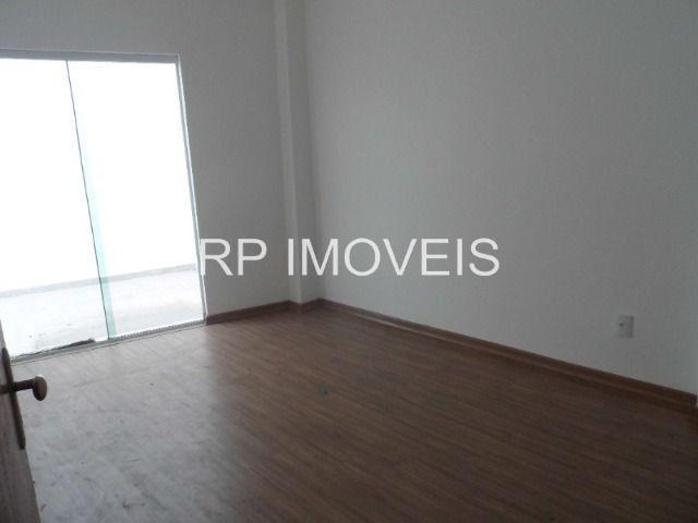 Ótimo Apartamento com 2/4 sendo 1 suíte - Área externa - 2 vagas de garagem - Foto 4