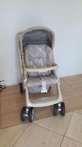 Carrinho de bebê Burigoto AT2 2034 Murano cinza com rodas giratórias - Foto 2