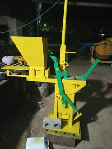 Maquina de fazer tijolinho ecológico solo cimento