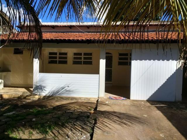 Lote 360 m2 com casa estilo barracão no fundo - Foto 4