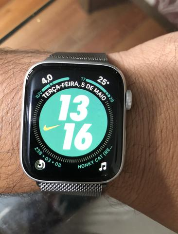 Apple Watch 4 44mm Nike