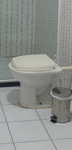 Pia de banheiro e vaso