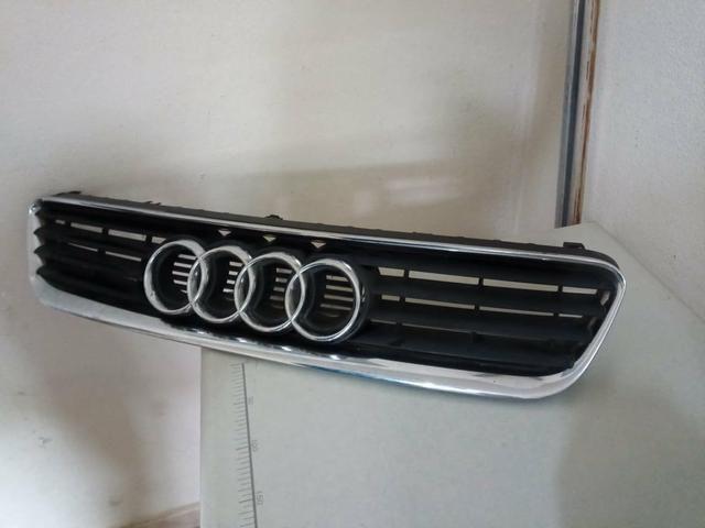 Audi A3 Grade Frontal Cromada. Negociável