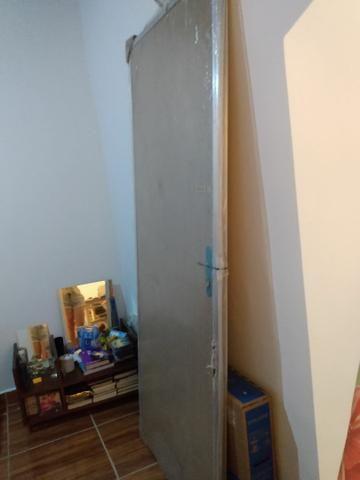 Porta de madeira com portal de alumínio - Foto 2
