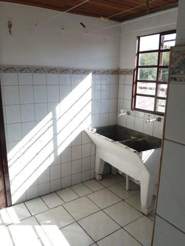 Casa no Pinheirinho p casal sem filhos 600,00 direto c/ Proprietário - Foto 4