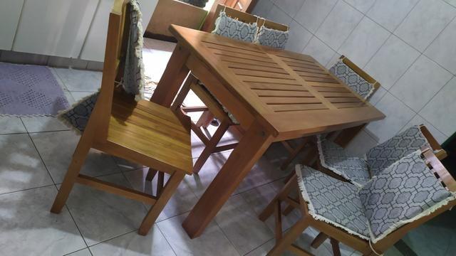 Mesa de madeira de Lei maciça