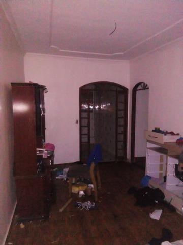 Casa com 3 andares sendo o primeiro um comercio moradia pronta para morar