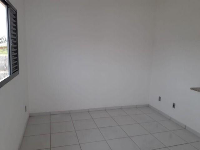 Vende-se ou troca-se por carro, uma casa nova recém construída em condomínio fechado - Foto 8